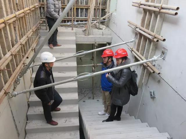 19楼梯处墙板斜撑.jpg