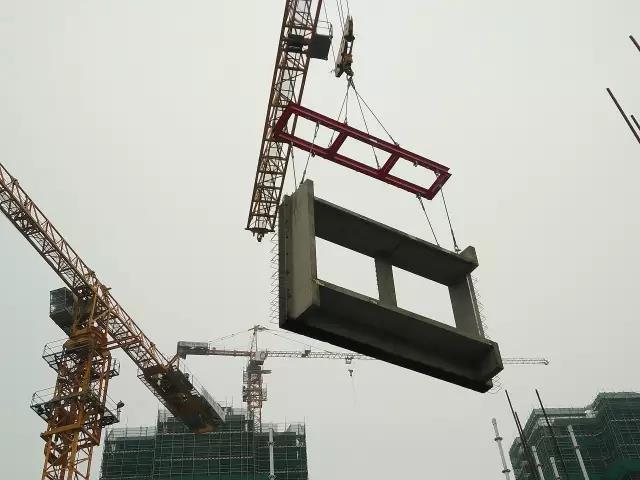 25平衡吊吊装.jpg