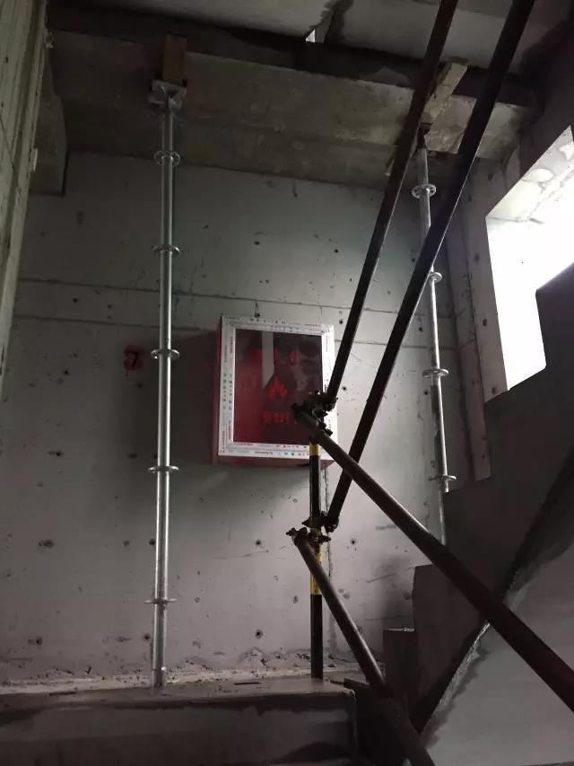 54楼梯承台下支撑加固.jpg